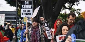Maestros mantienen huelga por tercer día consecutivo en Los Ángeles