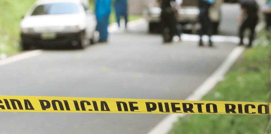 El conductor quedó pillado dentro del automóvil y fue socorrido por paramédicos, bomberos y de Manejo de Emergencias de Naguabo. (horizontal-x3)
