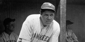 Subastarán bate con el que Babe Ruth pegó su jonrón 500