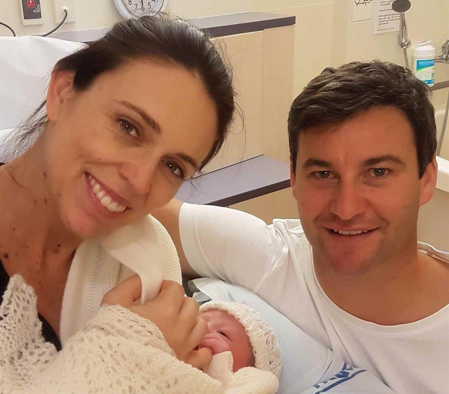Primera ministra neozelandesa da a luz