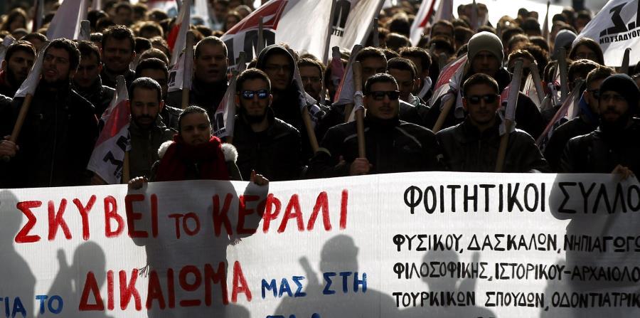 Periodistas y marinos griegos comienzan una huelga (horizontal-x3)