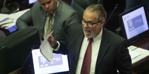 Representante propone crear una comisión para revisar las enmiendas propuestas a la Constitución
