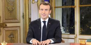 Macron subirá el salario mínimo y bajará impuestos para calmar las protestas
