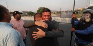 Los primeros momentos de Leopoldo López tras regresar a la libertad