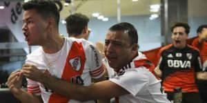 Los hinchas se desbordan de emoción durante la final de la Copa Libertadores