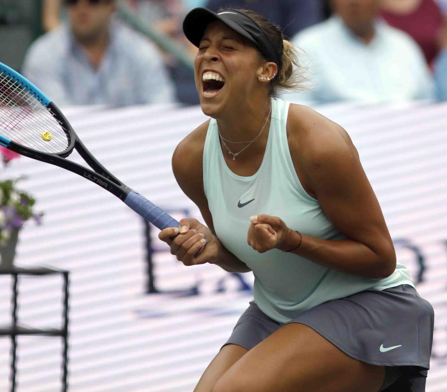 Madison Keys celebra su triunfo sobre la danesa Caroline Wozniacki en la final del torneo de Charleston. (AP/Mic Smith) (semisquare-x3)
