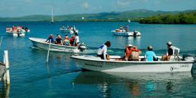 Científicos ayudan en la restauración de los recursos marinos y costeros locales