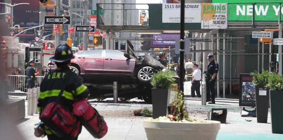 Así quedó el auto que impactó una multitud en Times Square. (horizontal-x3)