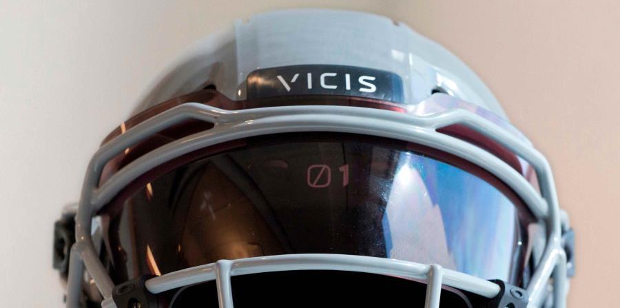Un casco VICIS Zero1 en exhibición en Nueva York. (horizontal-x3)