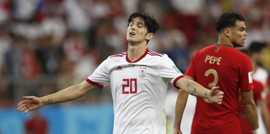 El iraní Sardar Azmoun se lamenta durante el partido por el Grupo B del Mundial 2018 entre Irán y Portugal el lunes 25 de junio de 2018 en Saransk, Rusia. (AP) (horizontal-x3)