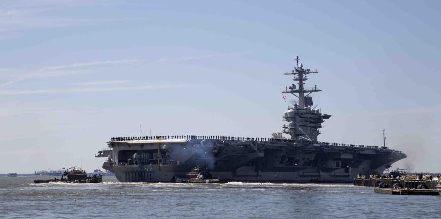 En esta imagen de archivo del 1 de abril de 2019, el portaaviones USS Abraham Lincoln sale de la base naval Norfolk, cerca de Norfolk, Virginia. (AP) (horizontal-x3)