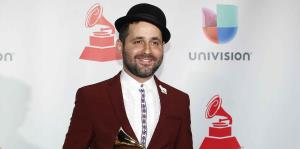 Eduardo Cabra lanza su primer álbum luego de Calle 13