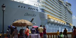 Hallan cuerpo de hombre que cayó de un crucero en San Juan