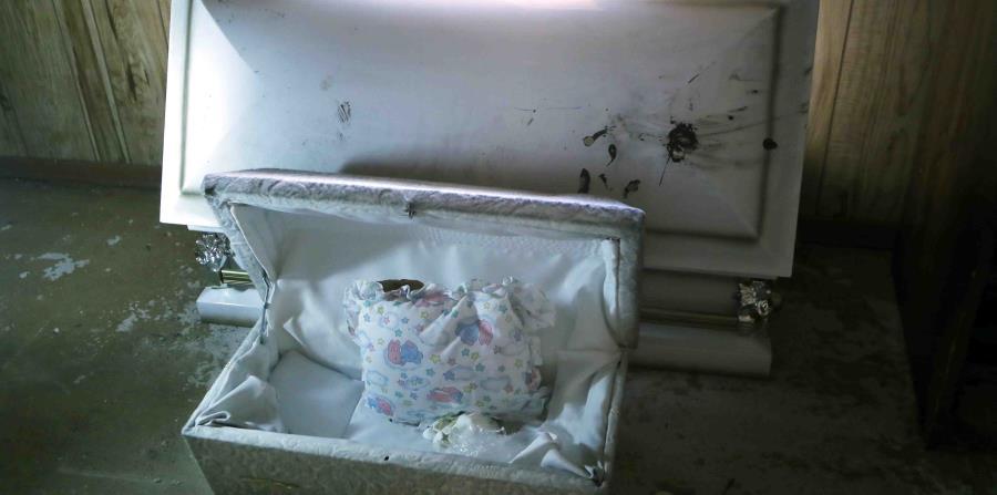 Los restos en Ossowo aparecieron en un ataúd dentro de una caja de madera en un armario. (horizontal-x3)