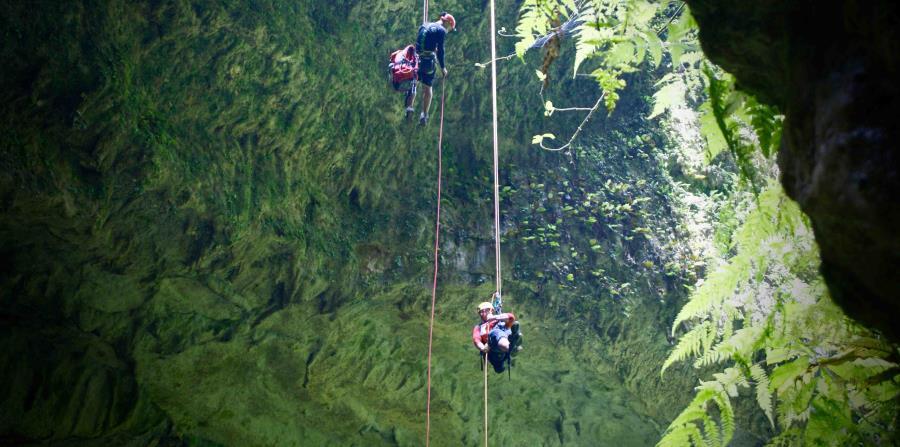 organiza excursiones a las cuevas del Río Camuy, saliendo desde Lares. La experiencia del descenso y de observar de cerca estalactitas y estalagmitas de millones de años es realmente única. (Archivo GFR Media)