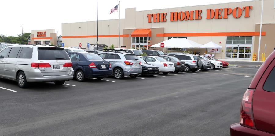 The Home Depot dijo en una declaración que solamente personal de seguridad entrenado puede perseguir y someter a los rateros (horizontal-x3)
