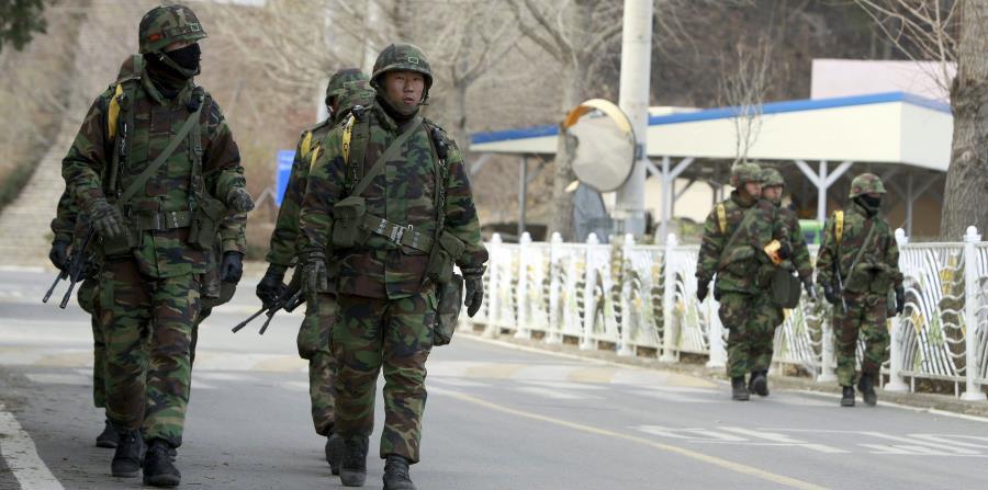 Estas maniobras se celebran en un persistente ambiente de tensión en la península coreana ante las repetidas pruebas de armas de Corea del Norte. (horizontal-x3)