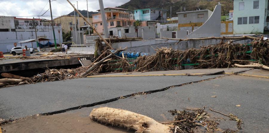 Hernández recibió al gobernador Ricardo Roselló para inspeccionar el área del embalse Toa Vaca, el cual se desbordó con el paso del huracán Maria. (horizontal-x3)