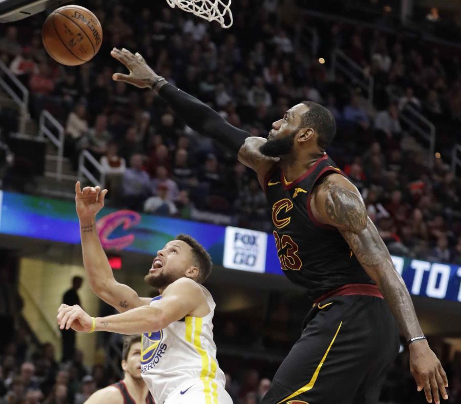 e70df1fdc4e8 Stephen Curry contra LeBron James en su último encuentro el pasado 15 de  enero. (AP)