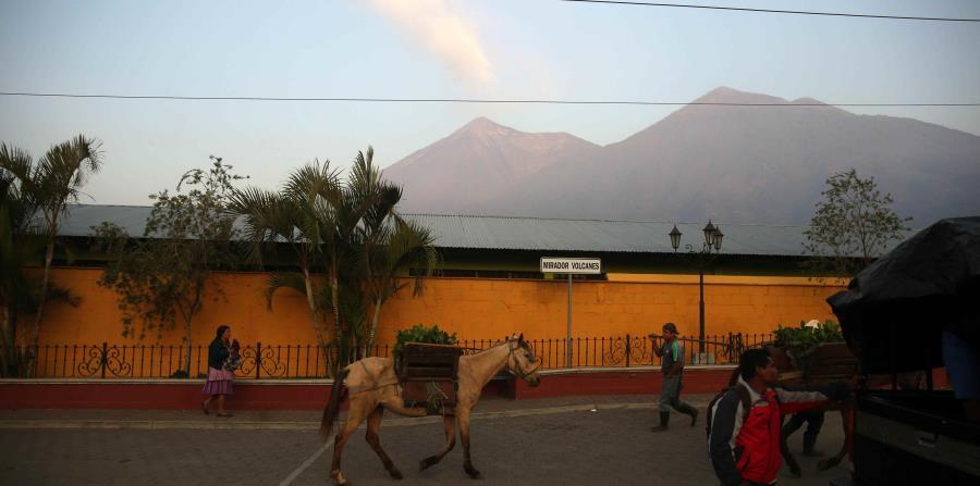 El volcán de Fuego de Guatemala mantiene sus erupciones (horizontal-x3)