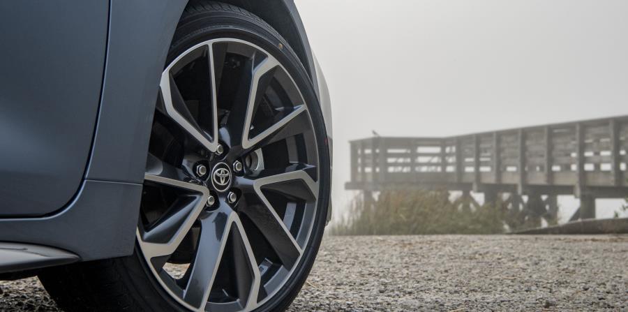 """La versión Corolla XSE  tiene un sinnúmero de elementos exteriores e interiores que lucen deportivos, como spoiler, """"fenders"""" debajo de las puertas y parrilla delantera sumamente agresiva. (Suministrada)"""