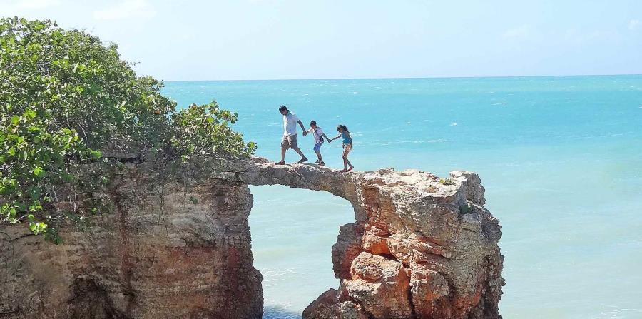 Puente de Piedra, en Cabo Rojo. Foto: Piccolomondopr.com (horizontal-x3)