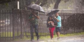 Se espera mucha lluvia hoy debido a un sistema frontal que aumentará la humedad