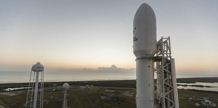 La compañía busca reducir los costos de las misiones espaciales recuperando los propulsores de la aeronave. (horizontal-x3)