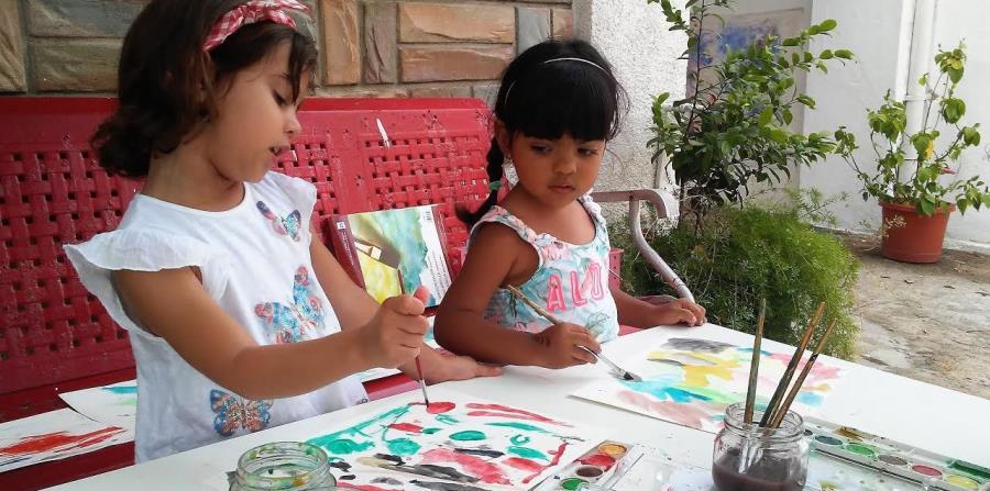 A Teresa Coleman e Indira Cruz, estudiantes de Taller Infantil, les encanta el arte. (Suministrada) (horizontal-x3)