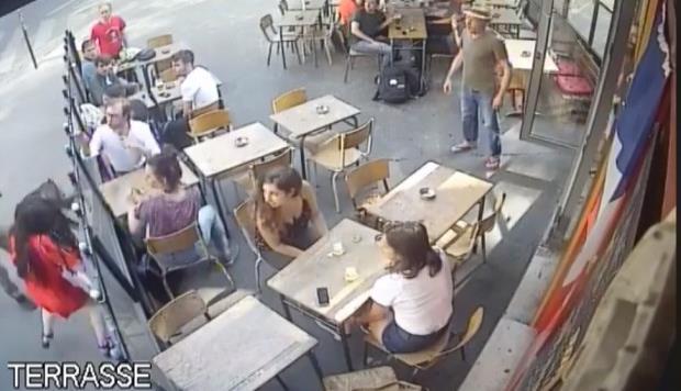 Francia aprueba ley que prohíbe piropear en la calle