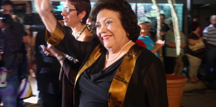 Velda González (horizontal-x3)
