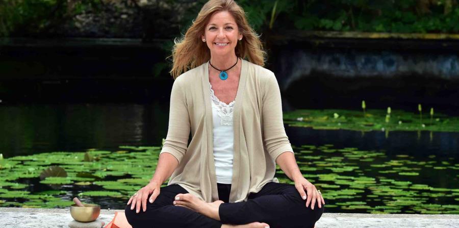 """""""Mindfulness es traer tu experiencia a la presencia de este momento con apertura, sin pasar juicio sobre la experiencia que estás teniendo. Es estar consciente"""", explica Irma. (horizontal-x3)"""
