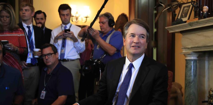 El nominado a juez del Tribunal Supremo de los Estados Unidos, Brett Kavanaugh,  visita la oficina del congresista Rob Portman. (AP) (horizontal-x3)