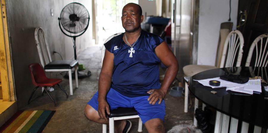 Elvis Guzmán, un vendedor de metales, afectado por la ejecución de su hipoteca. (horizontal-x3)
