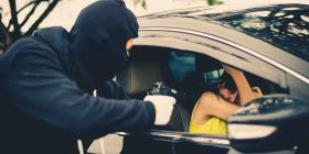 Dos sujetos golpean a un hombre para robarle su auto y pertenencias en Manatí