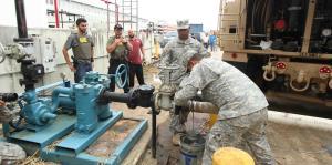 Soldados de la Reserva llevan diesel a hospitales