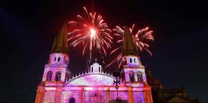 Guadalajara festeja con luces los 477 años de su fundación