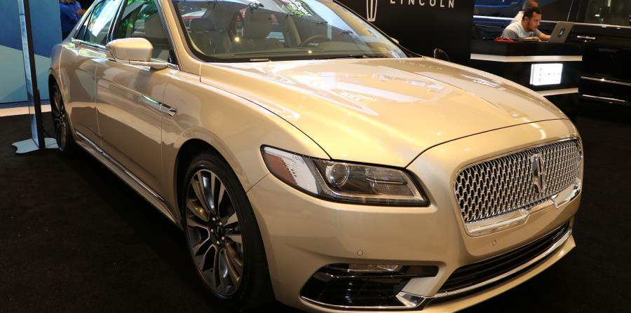 Lincoln Continental en exhibición en el PRIAS.