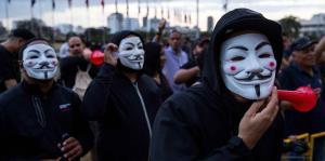 Ciudadanos en Santo Domingo realizan cacerolazos en protesta por las elecciones municipales