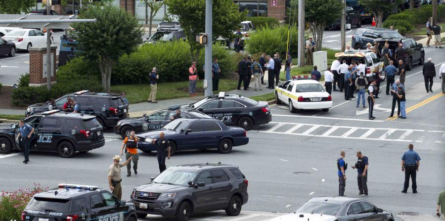 La policía de Maryland bloqueó ayer la intersección que transcurre en la entrada del periódico mientras investigaban el incidente.  (AP  / José Luis Magana) (horizontal-x3)