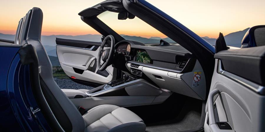 Como ocurría en el 911 original, el nuevo cuadro de instrumentos cubre todo el ancho que hay entre las dos curvaturas horizontales que lo envuelven.