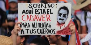 Pancartas en la Marcha del Pueblo: la indignación explota en creatividad