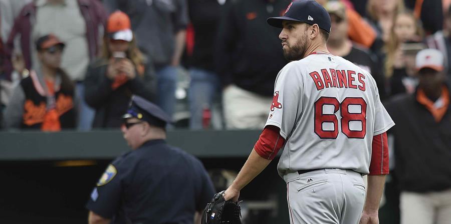 Suspenden a Barnes de cuatro juegos por lanzar a la cabeza de Machado (horizontal-x3)