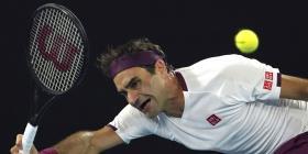 Federer viene de atrás para vencer a Fucsovics