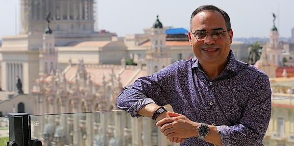 Gilberto Santa Rosa le coge el sazón a Cuba