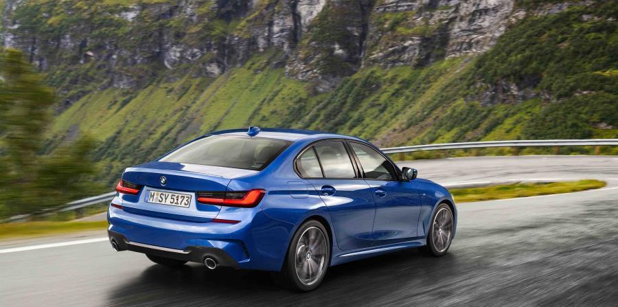 El nuevo lenguaje de diseño de BMW muestra el carácter moderno y dinámico del nuevo BMW Serie 3 Sedán con líneas dibujadas con precisión.