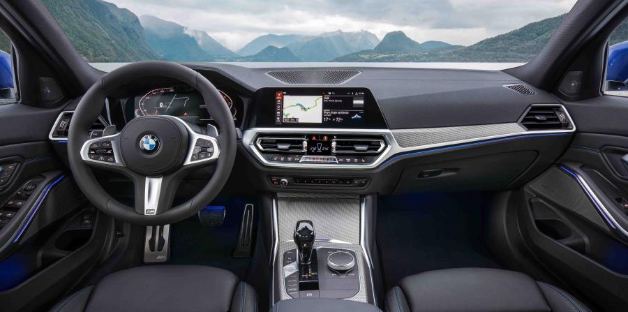 El estreno mundial del nuevo BMW Serie 3 Sedan tuvo lugar en el Mondial de l'Automobile en París a principios de octubre de 2018.