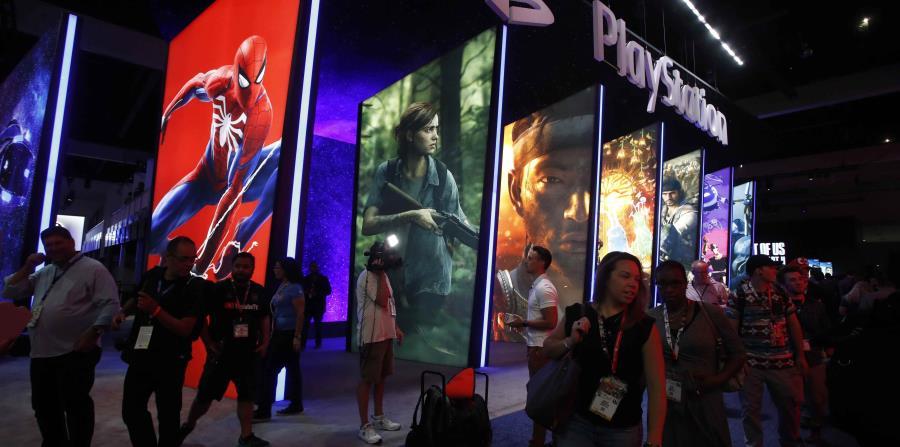 Público visita el espacio de Playstation durante la Electronic Entertainment Expo (horizontal-x3)