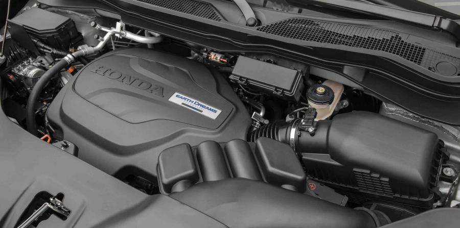 Su desempeño potente en la carretera lo produce un motor V6 de 3.5 litros con 280 caballos de fuerza que se acopla a una transmisión automática de nueve velocidades.