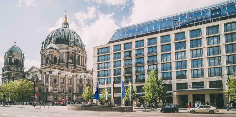 El hotel Radisson Blu Hotel donde está localizado el AquaDom ubica en un punto céntrico de Berlín, lo que lo hace accesible a museos y otros atractivos para el turista.  (Suministrada)